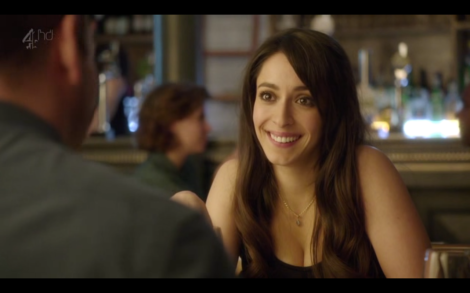 Mia (Oona Chaplin), collectionneuse de Dates