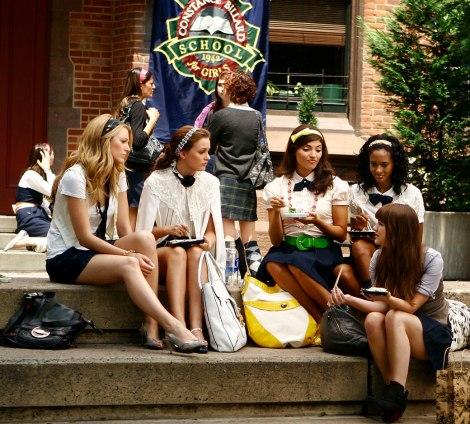 gossip-girl-blair-serena-constance-school-steps-940ls090810